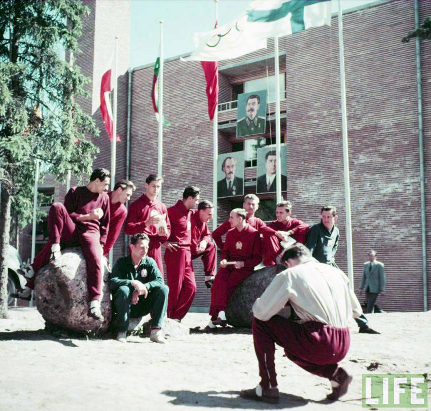 Пред лагера на българския отбор на Олимпиадата в Хелзинки през 1952 година.